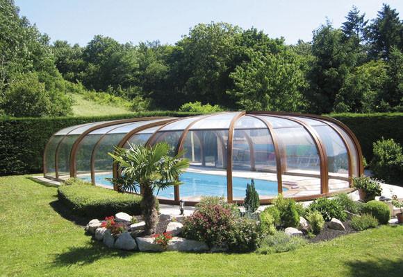 Decora tu piscina cubierta interior y exterior for Fotos de piscinas cubiertas